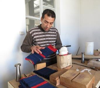 کلیپی کوتاه از مراحل ساخت گیوه کلاش کردستان
